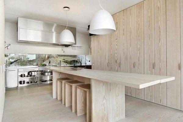 В отделке потолка ориентируйтесь на максимальную простому в форме и цвете