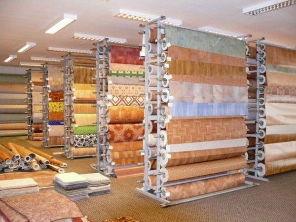 В продаже представлено множество вариантов линолеума, вам нужно подобрать оптимальный для своего помещения