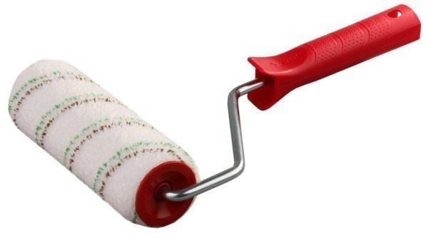 Валик с мехом средней длины идеально подходит для нанесения грунта на стены