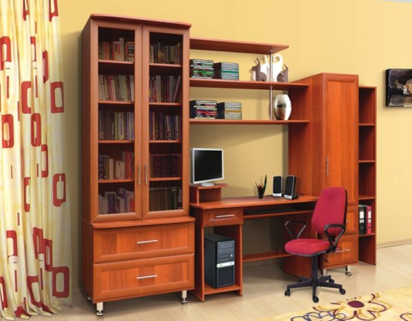 Вариант сочетающий пару шкафов, стол и полки