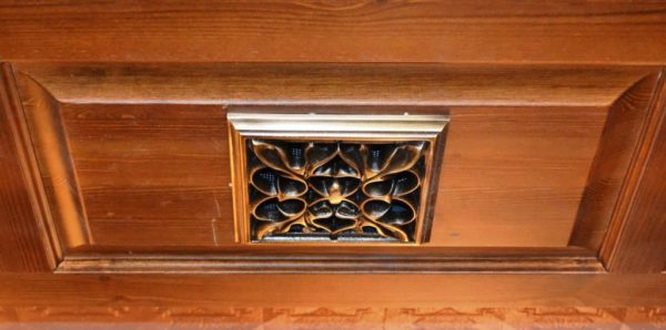 Вентиляционное отверстие в дверях может быть очень привлекательным.