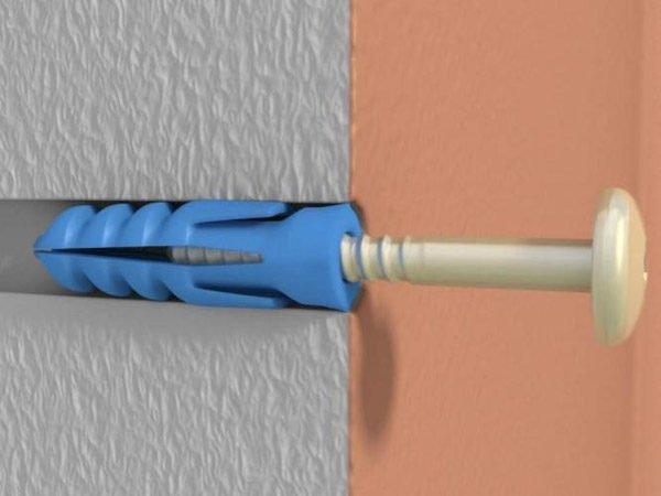 Винты и саморезы с пластиковыми дюбелями не желательно использовать для высоконагруженных подвесок.