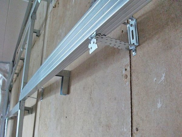 Вместо деревянных планок можно использовать металлические