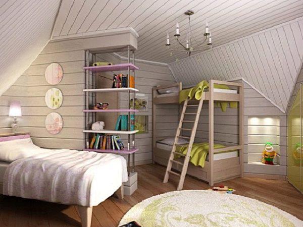 Внешний вид детской комнаты, отделанной вагонкой и покрашенной в светлых тонах