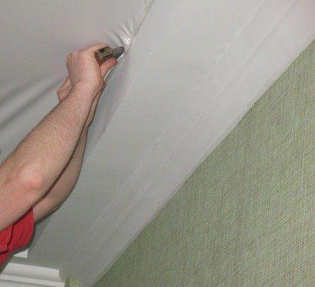 Во время ремонта не помешает проверить надежность фиксации несущего профиля.