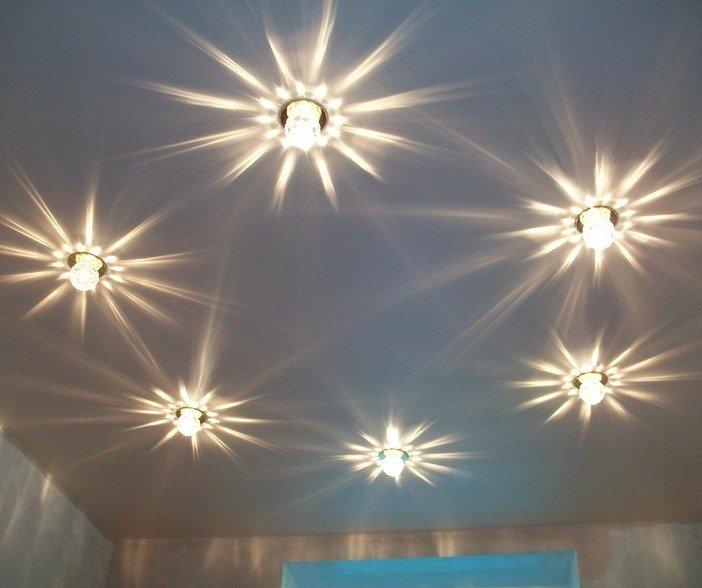 натяжные потолки фото с светильниками