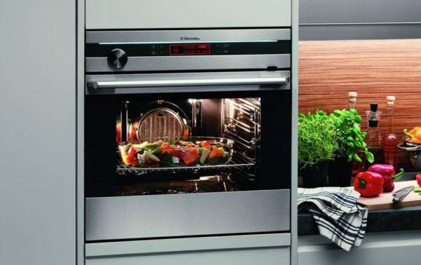 Встраиваемый духовой шкаф позволяет готовить изысканные блюда у себя дома