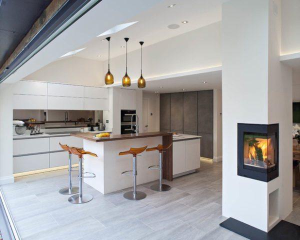 Встроенная конструкция идеально вписывается в интерьер и способна визуально охватывать сразу две комнаты