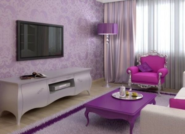 Вся гамма фиолетового способна визуально приближать стены