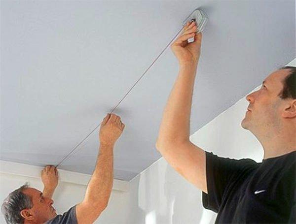 Выполнение разметки на потолке малярным шнуром