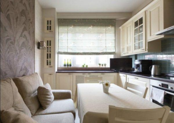 Высокие шкафы не только визуально приподнимают потолки, но и обеспечивают множество дополнительных мест для хранения