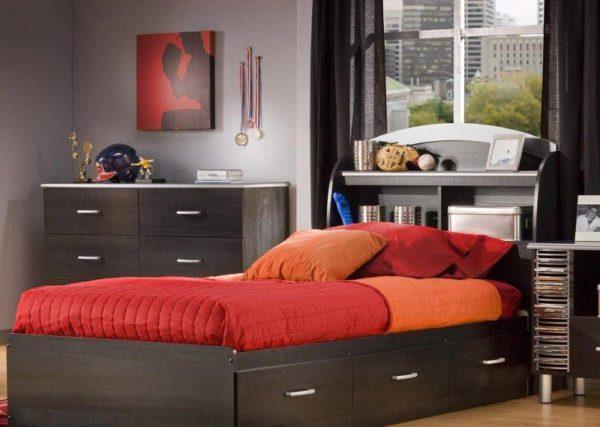 Ящики под кроватью создают уютную атмосферу