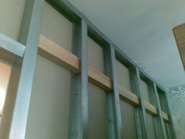 Закладные из деревянного бруса большого сечения.