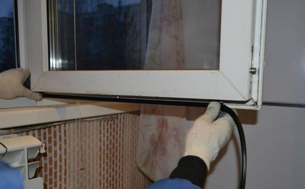 Гатчина замена уплотнителя балконной двери.