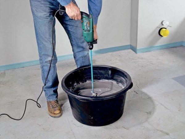 Затворение цементной смеси.