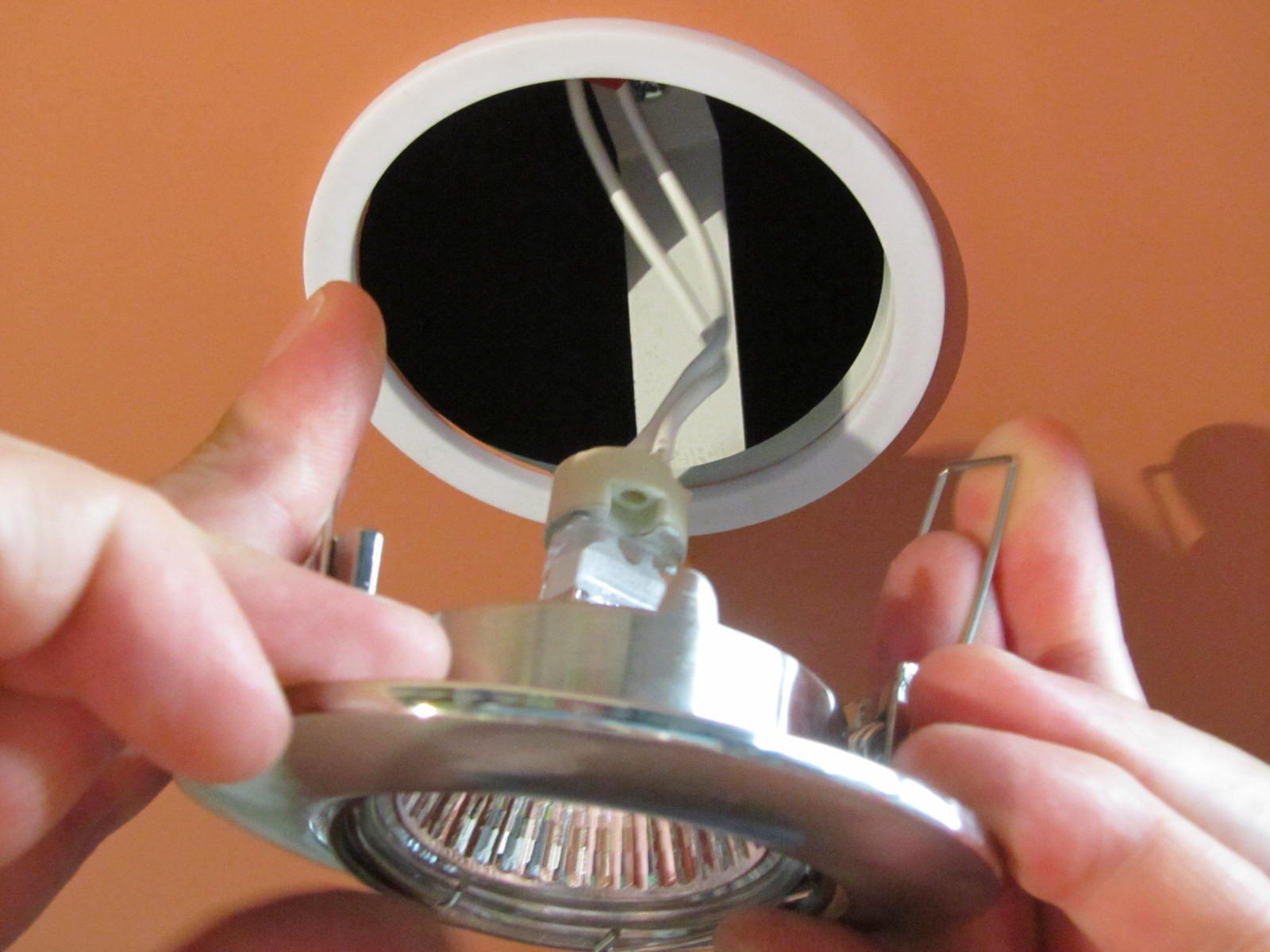 Точечные светильники в натяжной потолок своими руками