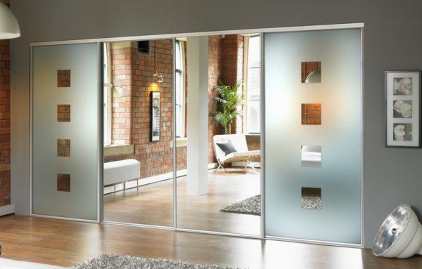 Зеркальные двери купе с комбинированным зеркалом