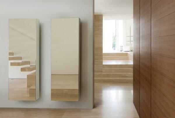 Зеркальные фасады отражают окружающую обстановку, а потому идеально вписываются в любой интерьер