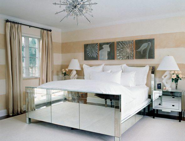 Зеркальные фасады тумбочек, изножья кровати