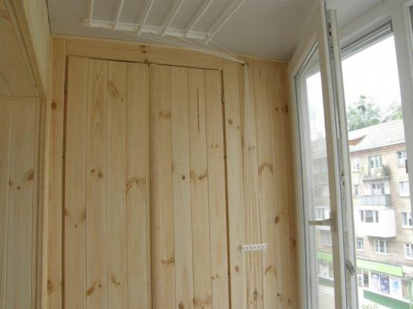 Ждать от самодельного деревянного шкафа заводского качества не стоит.