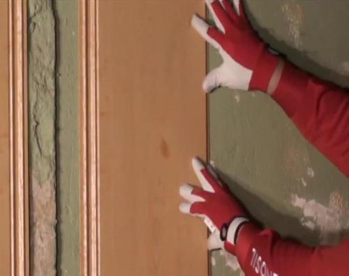 Жидкими гвоздями можно приклеивать пластиковые панели