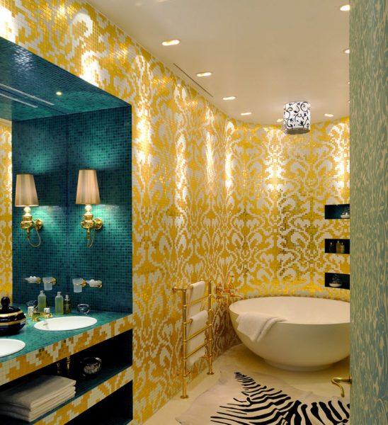 Золото отлично вписывается в интерьер ванных комнат, но использовать его необходимо аккуратно, так как цвет визуально сжимает пространство